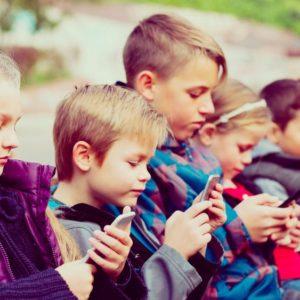 A képernyő kiöli a gyerekekből a kreativitást?